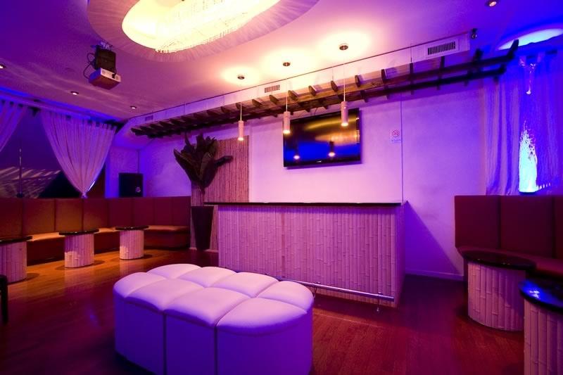 Upstairs balcony vip room tropix bar lounge for Balcony lounge